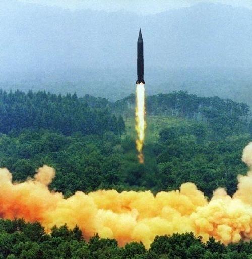 弹道导弹发射瞬间.[