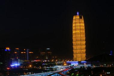"""郑州""""中原第一高楼""""高280米宛如""""大玉米"""