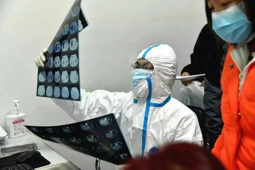 发热门诊坐诊的医生,图片来源:华中科技大学协和医院