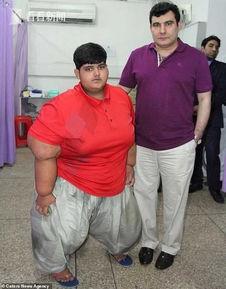 视频10岁男孩体重394斤成新任全球最胖男孩