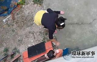 女子虐打小孩 用棍子抽 掌扇脚踢