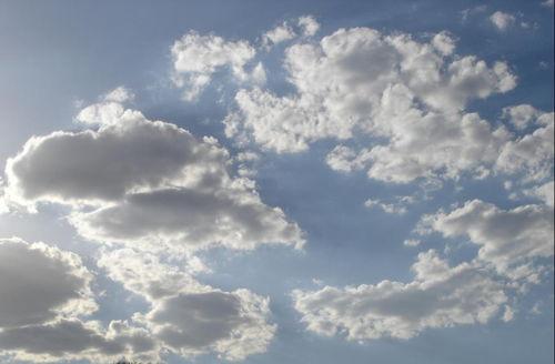 关于对云喜爱诗句