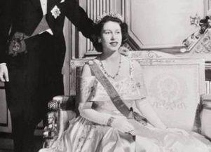 1947年,伊丽莎白公主和菲利普亲王的结婚照。