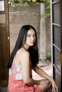 日本90后女星武井D甜美写真 笑容治愈人心
