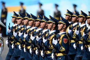中国人民解放军三军仪仗队方阵行进在阅兵式上.