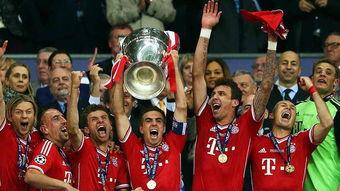 2013年夏天,拉姆带领拜仁连夺德甲、欧冠冠军、德国杯,实现了三冠王伟业,达到了个人职业生涯的巅峰.