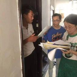 老驻村干部在排查的同时,还手把手教导新同事出租房符合的条件,具体存在的隐患类别等.