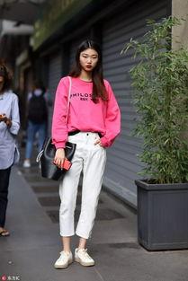 ▲肯达尔·詹娜(kendalljenner)则用champion粉色卫衣混搭了高腰阔腿裤.