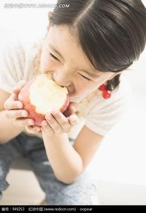 双手捧着红苹果吃的小女孩图片免费下载 编号949253 红动网