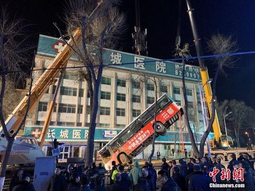 西宁南大街路面坍塌事故失联人数上升至10人