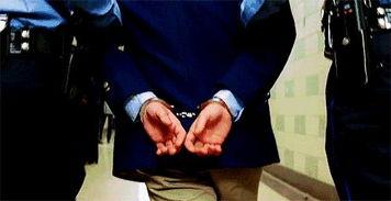 办案民警调查发现,官某新的亲妹妹官某英长期盘踞缅甸,组织毒品运输到武汉,哥哥官某新则负