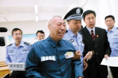 审判长宣布赵作海无罪释放,赵作海失声痛哭
