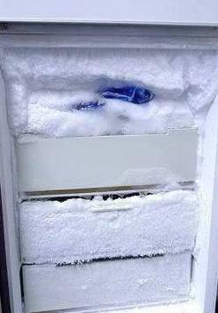 冰箱如何快速除冰(冰箱除冰的方法)