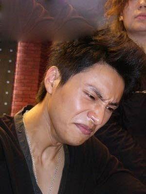陈坤哭得脸部扭曲.