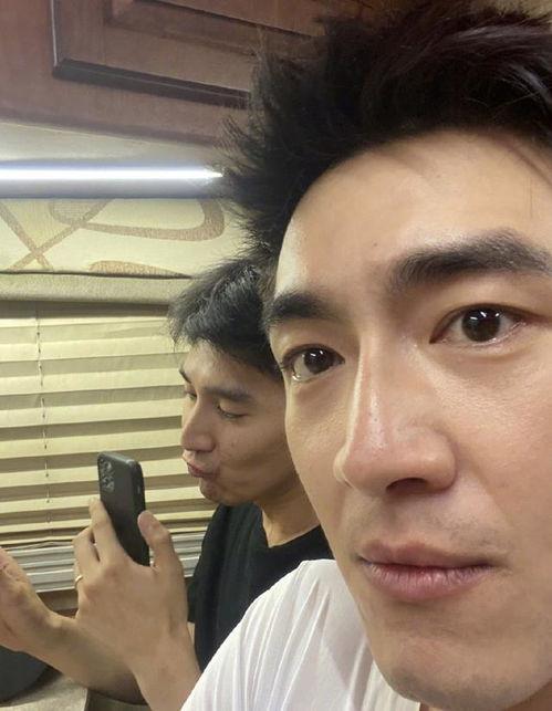 嫉妒了林更新偷拍赵又廷和高圆圆视频还吐槽他丑