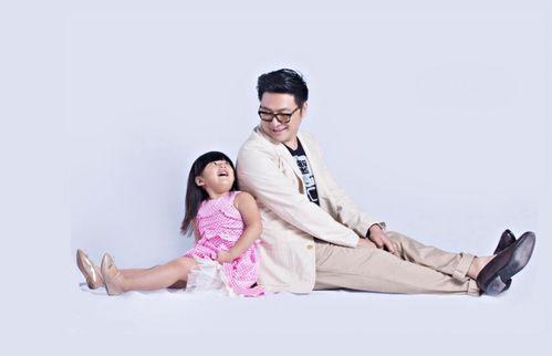 爸爸去哪儿曝海报林志颖王岳伦与自家宝贝齐卖萌图组