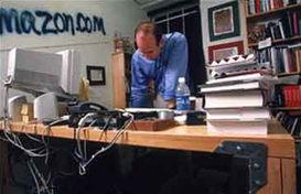 科技大佬的办公桌 小扎简陋 盖茨奢华