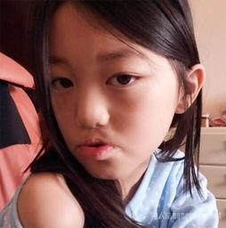 王菲女儿李嫣近照