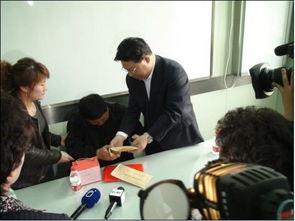 黑龙江福彩看望教师张丽莉并送慰问金10万元