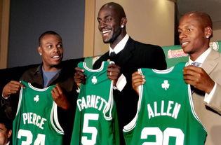 十年前的今天加内特加盟凯尔特人和雷阿伦皮尔斯组成绿军三巨头他们拿到