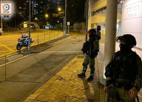 警员封锁现场(东网)