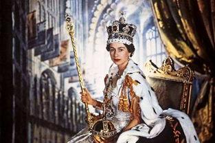 伊丽莎白二世女王佩戴镶嵌着黑王子红宝石的王冠加冕