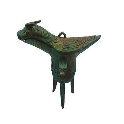 爵在我国古代是一种饮酒器皿,称爵杯,在君主制国家是封号地位的像征,今天所讲的爵是具三足的饮酒器皿爵杯.
