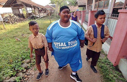 世界上最胖的男孩,曾经体重飙升到380斤,如今已经减掉了一半