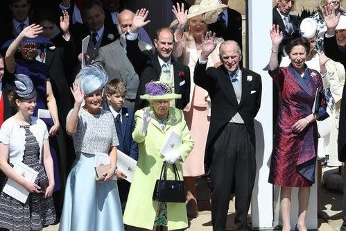 婚礼结束后,哈里王子和梅根乘坐马车绕温莎游行。