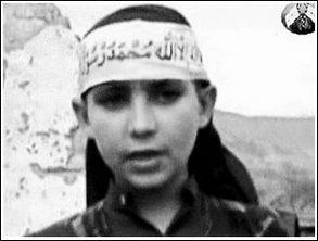 12岁阿少年砍下间谍首级