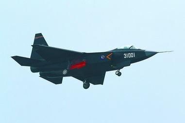 中国评论新闻 歼31战机黑色鹘鹰涂装珠海升空亮相 图