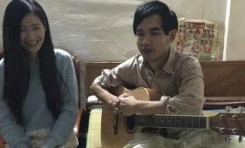 女生弹吉他唱周杰伦的歌曲