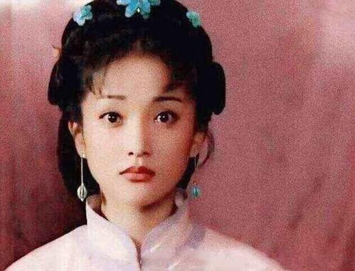 这张图片是周迅在少女时代饰演的一部电视剧名叫《绍兴师爷》,周迅在其中的角色名叫冯艳艳.