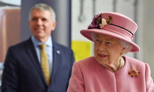 伊丽莎白女王和菲利普亲王带头接种新冠疫苗