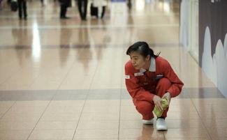 中国大妈带着700个日本人,靠打扫卫生被评为日本国宝级匠人