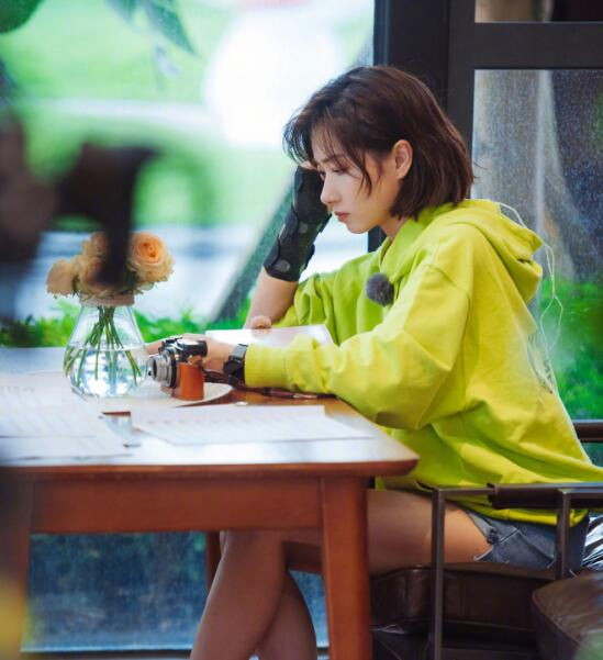 新浪娱乐讯今晚姐姐团综《姐姐的爱乐之程》将首播先导片,官方发布一组剧照.