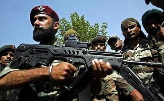 印军装备的以色列产tar-21突击步枪.