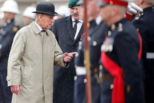 菲利普亲王不办国葬,哈里一人回英临终前他交代了3件事