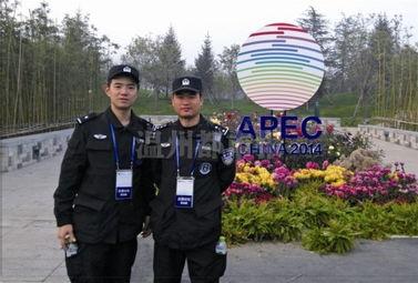 apec期间,市公安局特警支队一大队二中队民警周建武、黄烨在京参加安保工作.