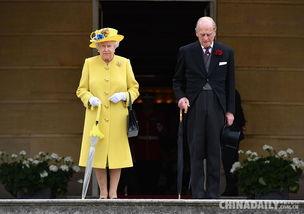 早安,全世界都在看英女王为曼彻斯特爆炸案遇难者默哀