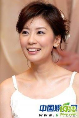 2、贾静雯贾静雯在与孙志浩热恋拍拖之时,贾静雯还风光无限,甚至为了孙志浩未婚先孕生下爱女.
