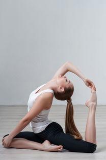 练瑜伽女生的手臂