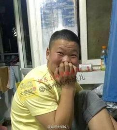 小岳岳又撞脸了,继@岳云鹏撞脸小男孩后,近日郑州某校再现高仿岳云鹏.