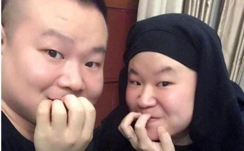 岳云鹏与撞脸的妹子合影俩人长得一模一样