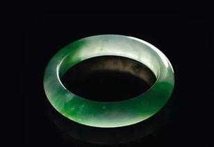 帝王绿玻璃种翡翠手镯(老坑玻璃种翡翠手镯有什么明显的特点)