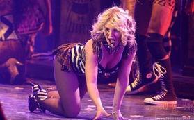 布兰妮赌城开唱风骚热舞 着性感舞衣大秀乳沟