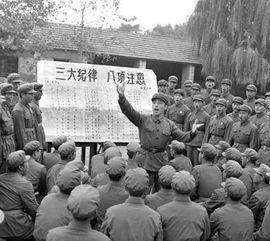 人民解放军济南部队某部英勇顽强岱崮连干部战士在唱《三大纪律八项注意》歌