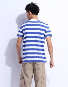 短袖条纹T恤怎么搭配