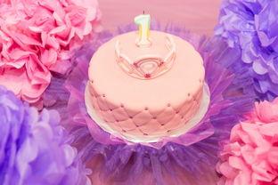 浪漫粉色奶油生日蛋糕图片