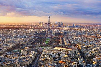 巴黎有关的诗词